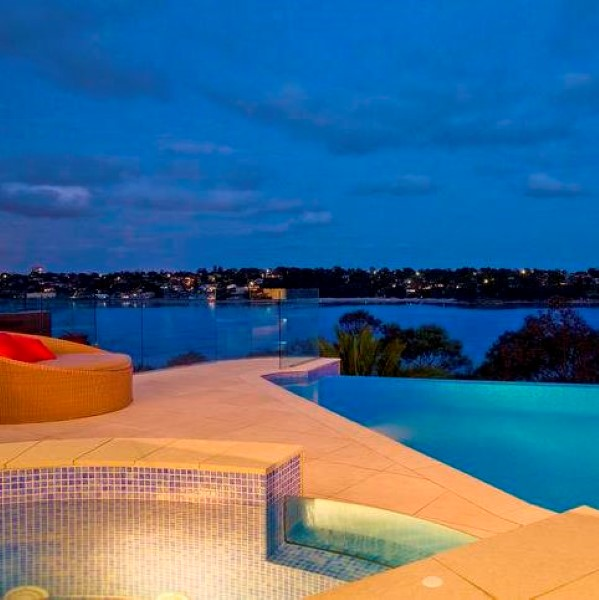 Gunnamatta Bay wet edge pool and spa by vanryndesign